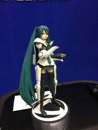 Anime Figur mit Exoskelett Roboter