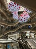 Dots in a ne Mall
